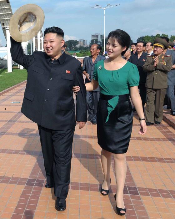 Ли Соль Чжу одевается более демократично, нежели остальные женщины в Северной Корее. | Фото: i.uralweb.ru.