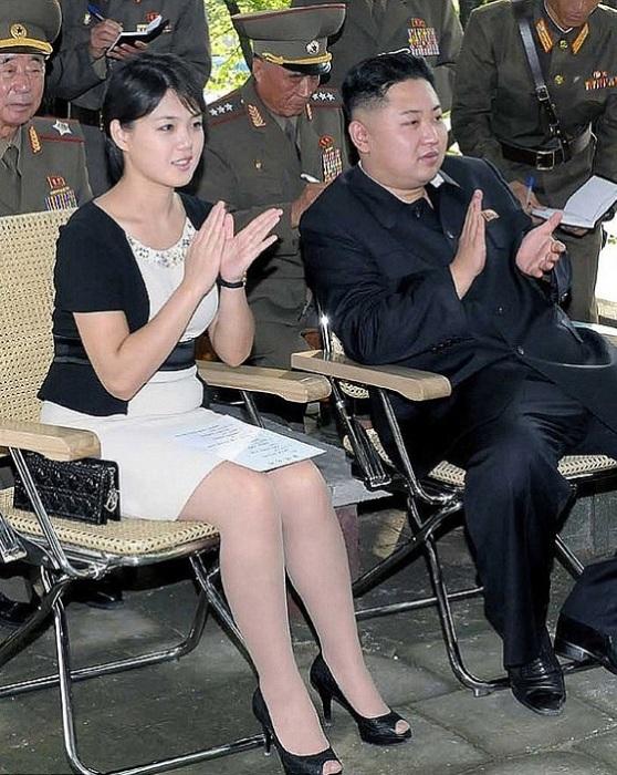 Ли Соль Чжу одевается более демократично, нежели остальные женщины в Северной Корее. | Фото: 2queens.ru.