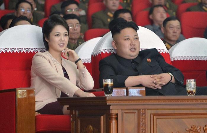 Лидер Северной Кореи Ким Чен Ын и его супруга Ли Соль Чжу. | Фото: s1.ibtimes.com.
