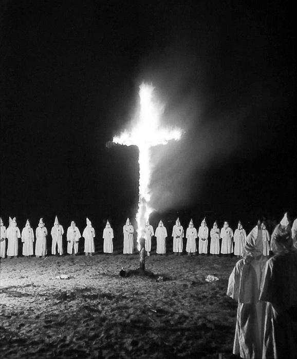 Ку-Клукс-Клан - самая кровавая организация ультраправых в второй половине 19 века.