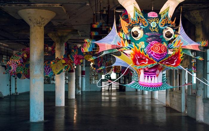 @Large - выставка китайского художника на Алькатрасе.