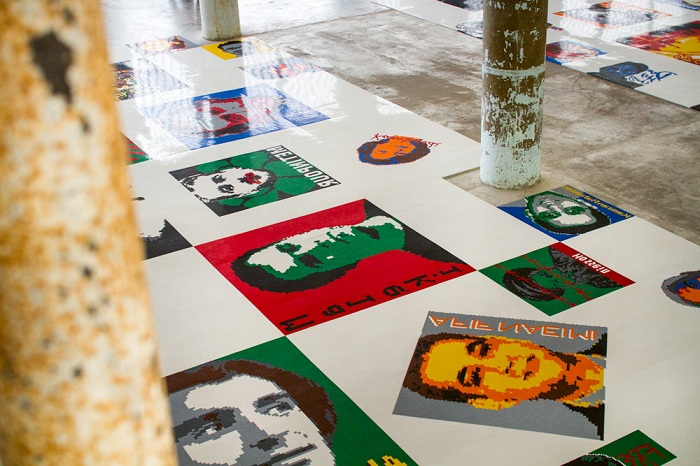 Портреты политзаключенных, сделанные из кубиков лего.