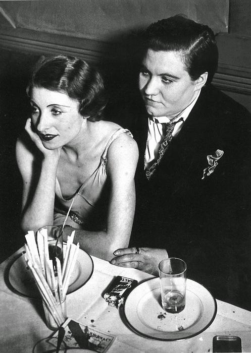 Лесбийская пара в «Монокль». Фотограф Жорж Брассай, 1932 год.