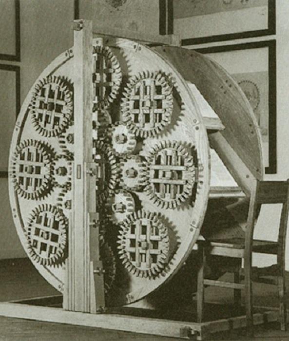 Книжное колесо - вращающийся читальный стол XVI века| Фото: thevintagenews.com.
