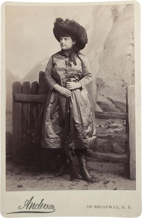 Лиллиан Смит - девушка-стрелок. | Фото: alchetron.com.