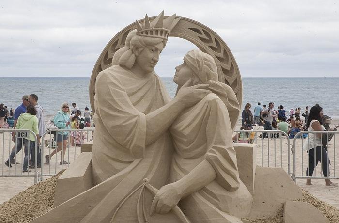 Ежегодный 12-й фестиваль скульптур из песка в Бостоне.