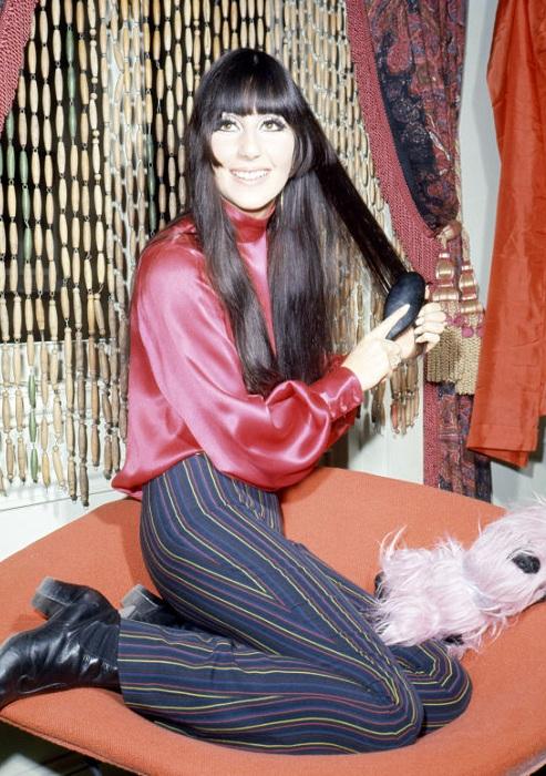 Шер в эпоху хиппи. 1968 год. | Фото: biography.com.