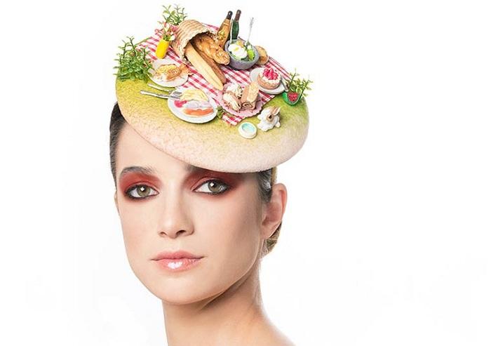 Шляпка-таблетка от израильского дизайнера.