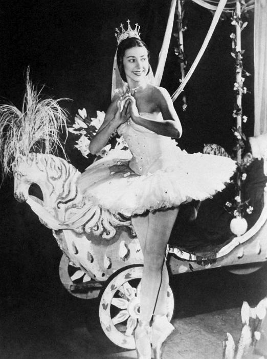Марго Фонтейн исполняет партию Золушки, 1957 год. | Фото: upload.wikimedia.org.