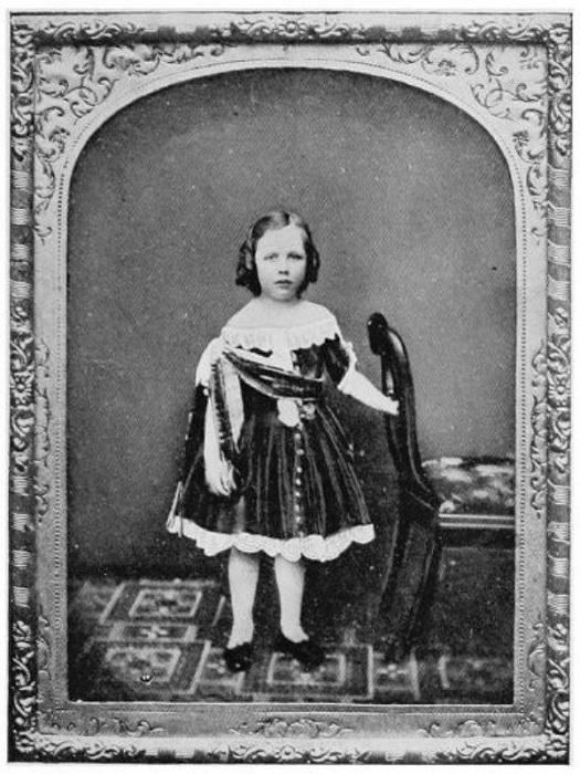 Оскар Уайльд в детстве, одетый как девочка. | Фото: diletant.media.