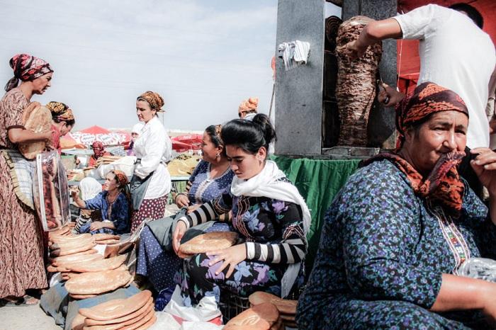 Рынок «Толкучка» в Ашхабаде, Туркменистан. | Фото: messynessychic.com.