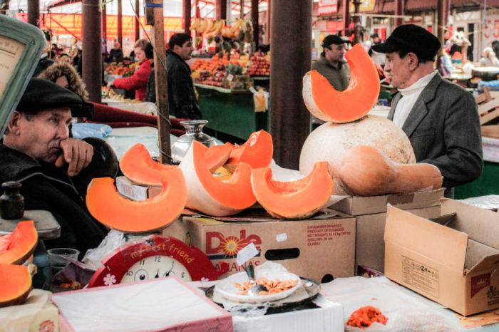 Рынок в Одессе, Украина. | Фото: messynessychic.com.