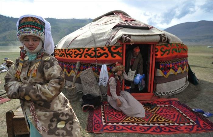 Колоритное традиционное жилище кыргызов - юрта.