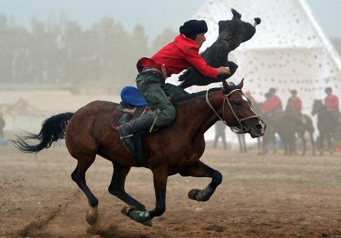 Виртуозные умения всадника на коне - историческое наследие Кыргызстана.