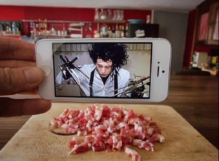 Эдвард Руки-ножницы, шинкующий мясо.