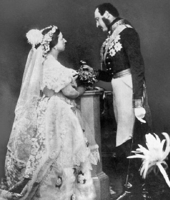 Реконструкция свадебного фото Королевы Виктории и Принца Альберта. | Фото: mirror.co.uk.