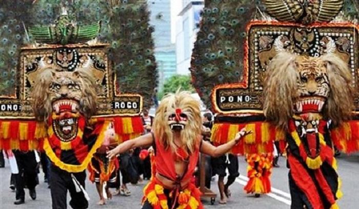 Фестиваль реог понорого. | Фото: ancient-origins.net.