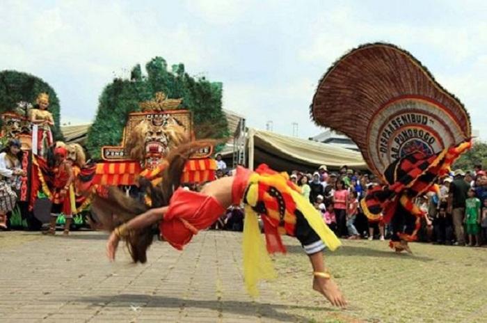 Реог понорого - традиционный танец на Яве.   Фото: ancient-origins.net.