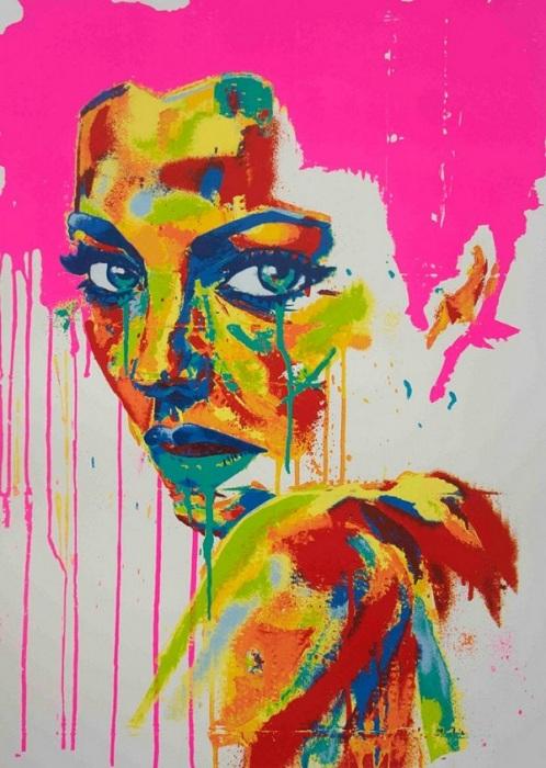 Портрет со следами стекающей краски.