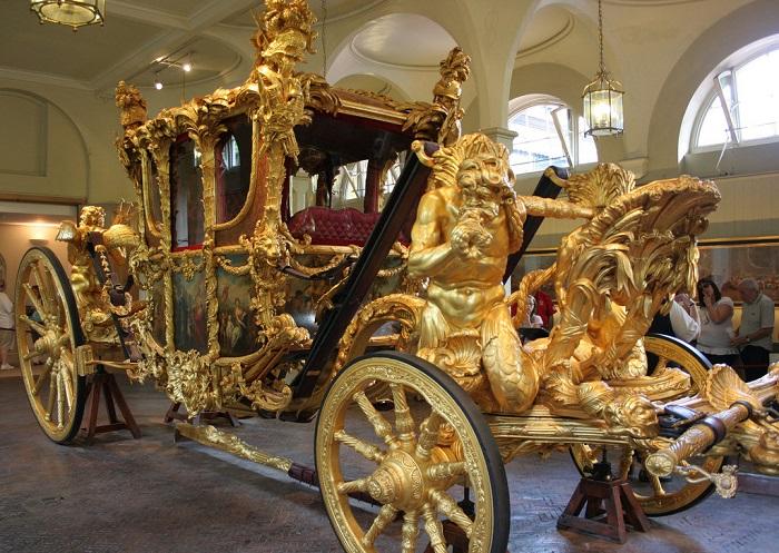 Карета для упряжки в восемь лошадей. Королевские конюшни, Лондон. | Фото: fiveminutehistory.com.