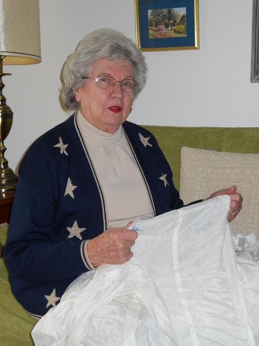 Владелица подвенечного платья, сделанного из парашюта, Рут Хенсингер в 1990-е годы. | Фото: juniatacountyhistoricalsociety.org.