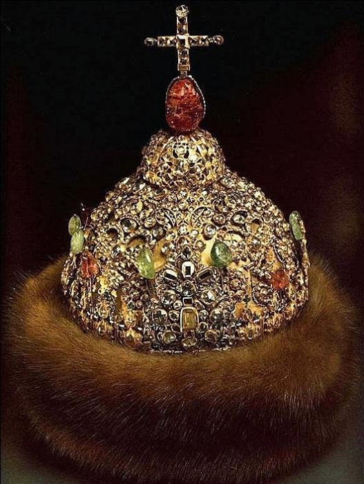 Алмазная шапка Петра I. | Фото: mtdata.ru.