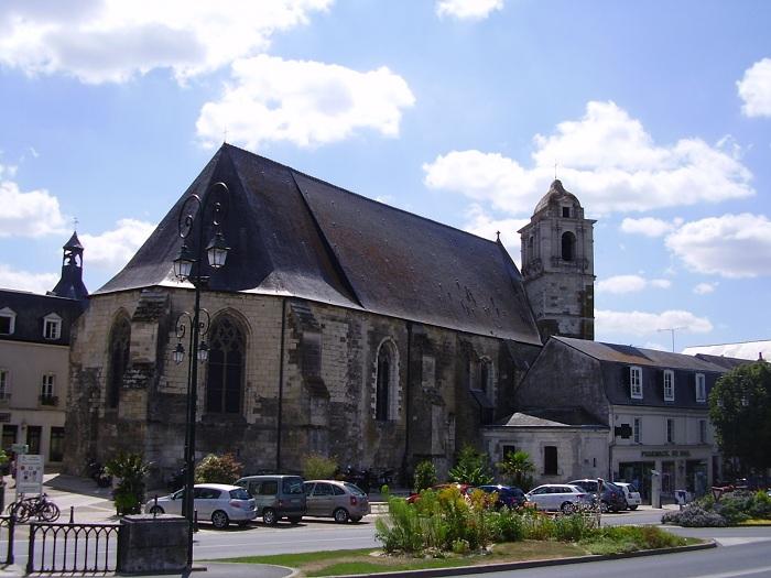 Церковь Сен-Флоратен, в капелле которой был изначально похоронен Леонардо да Винчи. | Фото: de.academic.ru.