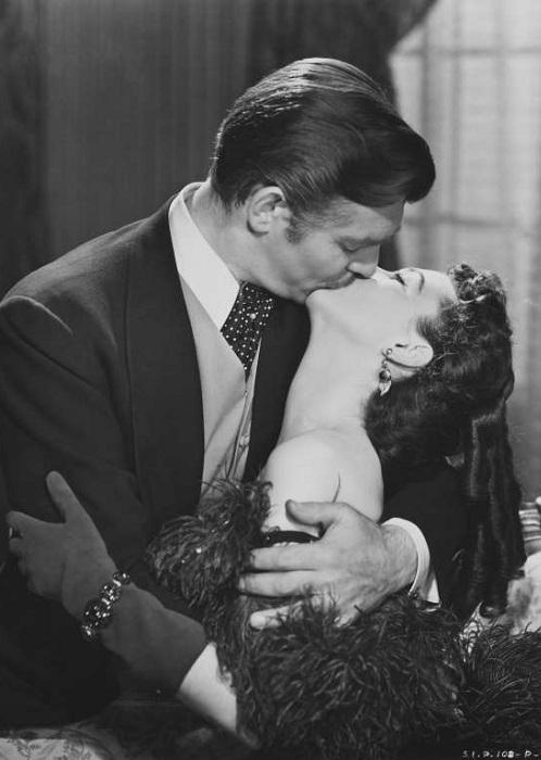 Страстный поцелуй. Актеры: Вивьен Ли, Кларк Гейбл.
