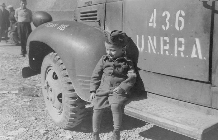 4-летний Юзеф Янек Шляйфштайн в Бухенвальде вскоре после освобождения лагеря американцами. | Фото: i87.beon.ru.