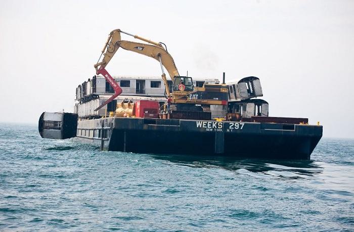 Сбрасывание вагонов в океан - создание искусственных рифов.