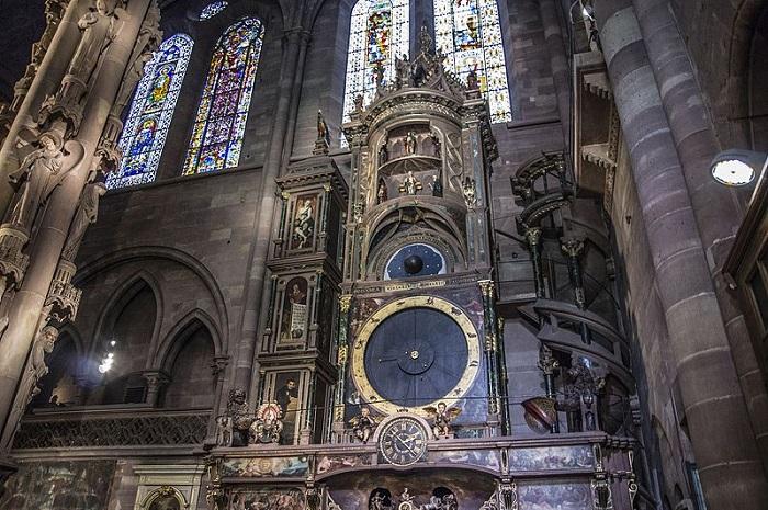 Те часы, которые можно увидеть сейчас в соборе, датируются 1842 годом. | Фото: commons.wikimedia.org.