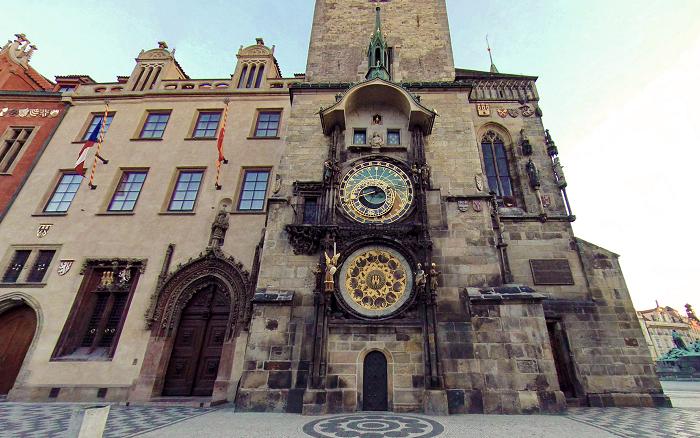 Часы, расположенные на ратуше на Староместской площади. | Фото: hdwallpaperbackgrounds.net.