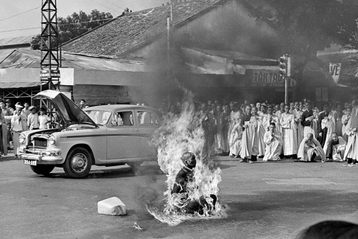 Монах, который сжег себя сам. | Фото: thevintagenews.com.