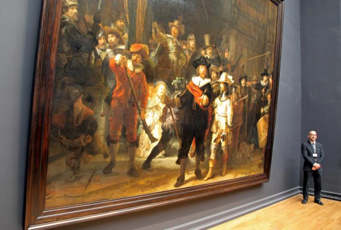 «Ночной дозор» в Государственном музее в Амстердаме. | Фото: boekschrijven.nl.