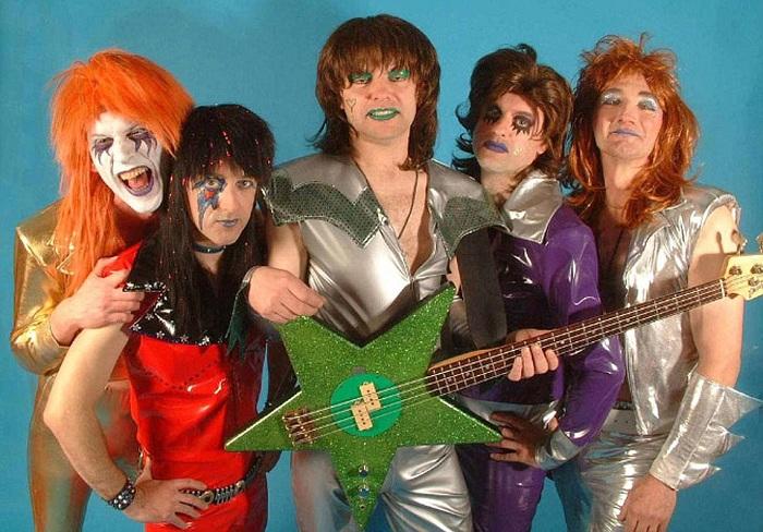 Эти исполнители выглядят точно как звезды. | Фото: i.dailymail.co.uk.