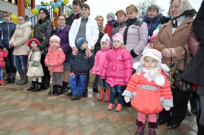 В деревне Великая Копаня проживает 61 пара близнецов. | Фото: news.rambler.ru.