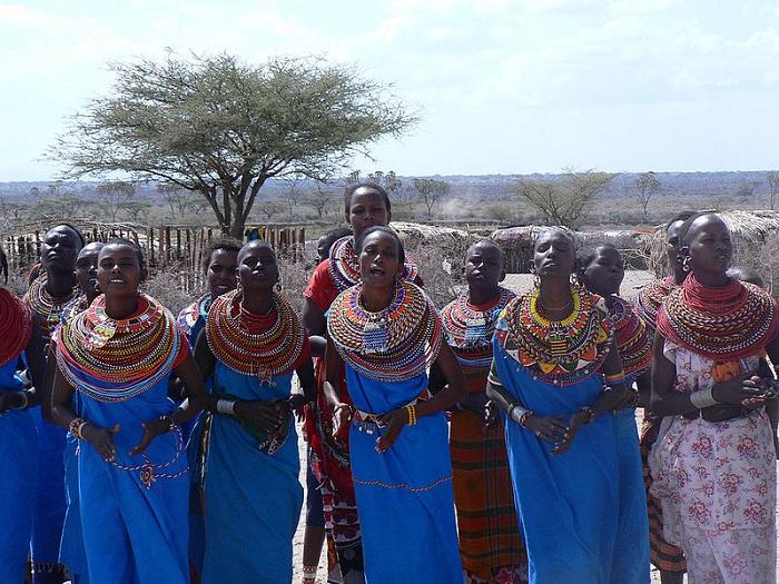 Угнетенные африканские женщины нашли приют в деревне, где нет мужчин.