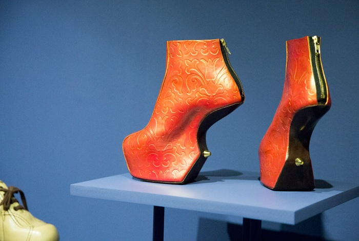 Обувь, ходить в которой - настоящая пытка.