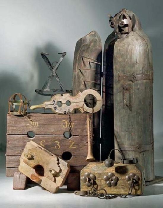 Инструменты пыток. | Фото: thevintagenews.com.