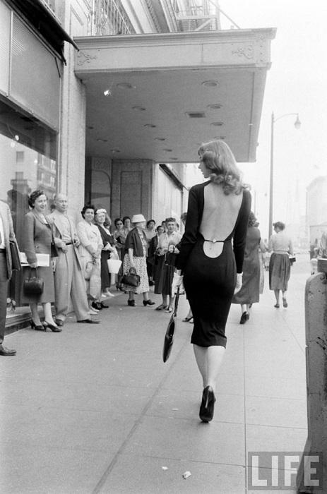 Прогуливаясь по улице, Викки Дуган неизменно привлекала к себе всеобщее внимание. | Фото: avivas.ru.