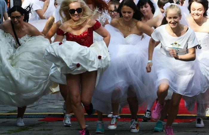 «Свадебный забег» на улицах Варшавы.