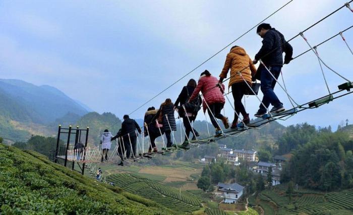 Подвесной мост в в китайской провинции Хубэй.