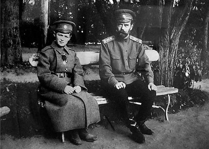 Цесаревич Алексей и император Николай II. | Фото: logoslovo.ru.