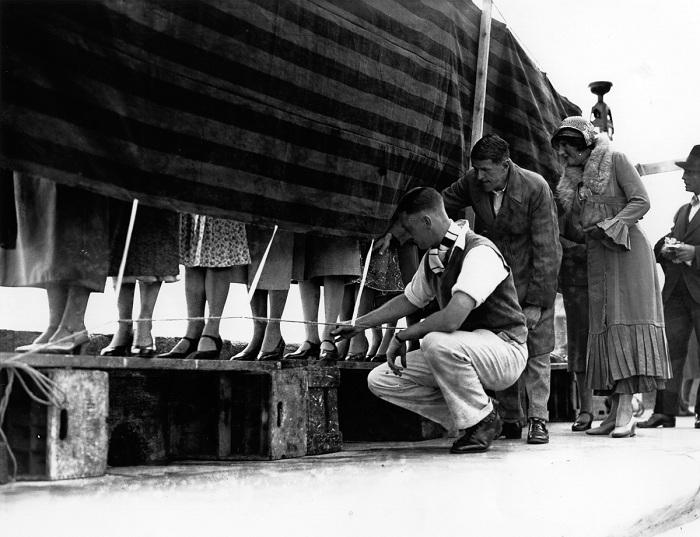 Конкурс самых красивых лодыжек. Лондон, 1932 год.