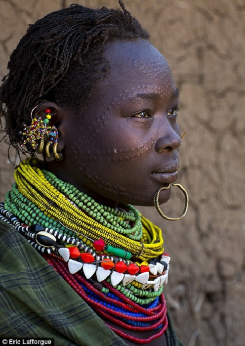 БЛОГ ПОЛЕЗНОСТЕЙ: Шрамирование - кровавый и болезненный способ «украшения» тела среди африканских племен