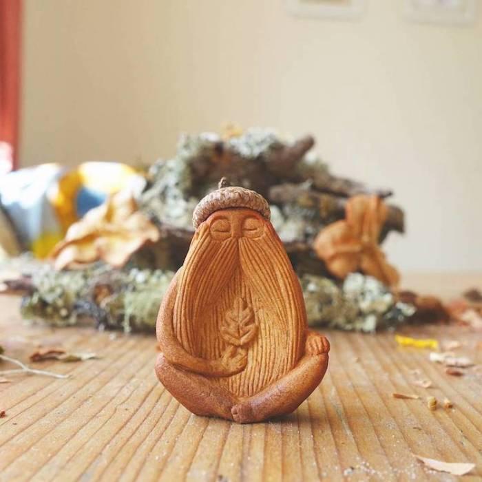 Очаровательный тотем из косточки авокадо. | Фото: mymodernmet.com.