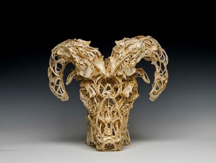 Почти что филигранная работа, выполненная из костей.