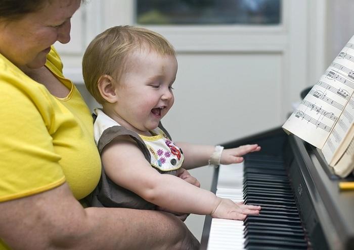 Теперь забота о внуках будет не только хлопотным, но и прибыльным делом. | Фото: kharkov.dozor.ua.