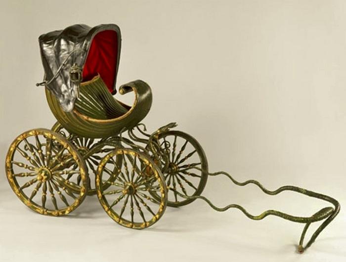 Первая детская коляска, которую изобрел Уильям Кент в 1773 году. | Фото: april-knows.ru.