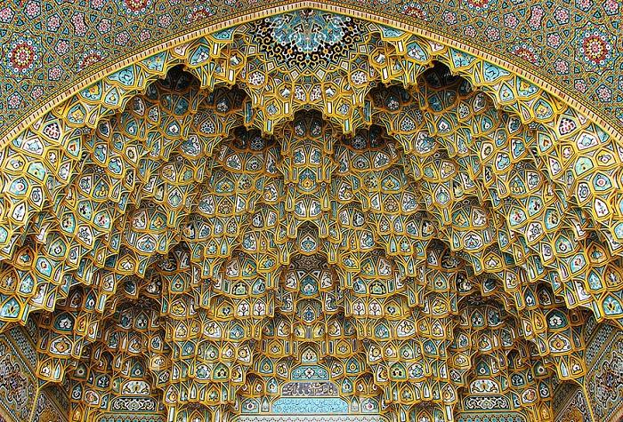 Потрясающая архитектура исламской мечети.